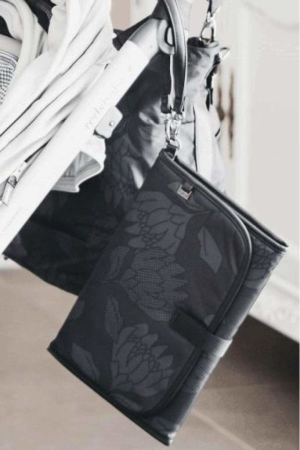 Oioi Change Clutch Protea Black Charcoal